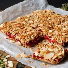 Redcurrant Quinoa Crumble Bars (Source) VeganFoodPorn.pictures/ | Vegan Cookbooks On Sale! Like Us On Facebook | Follow Us On Twitter