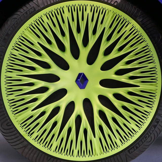 Chartreuse wheel cover - Renault x Ross Lovegrove - icon size