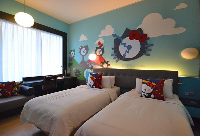 hotel jen puteri harbour hello kitty rooms