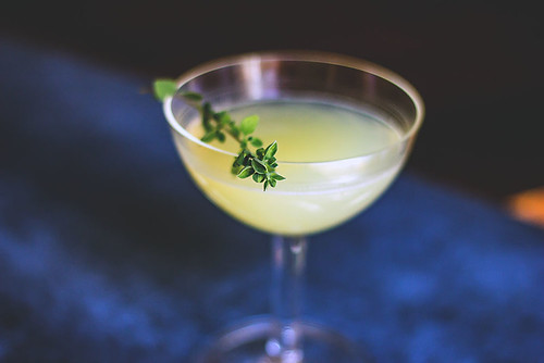 Peach Bitter cocktail ricetta, grappa sour con grappa, limone peach bitter e salvia