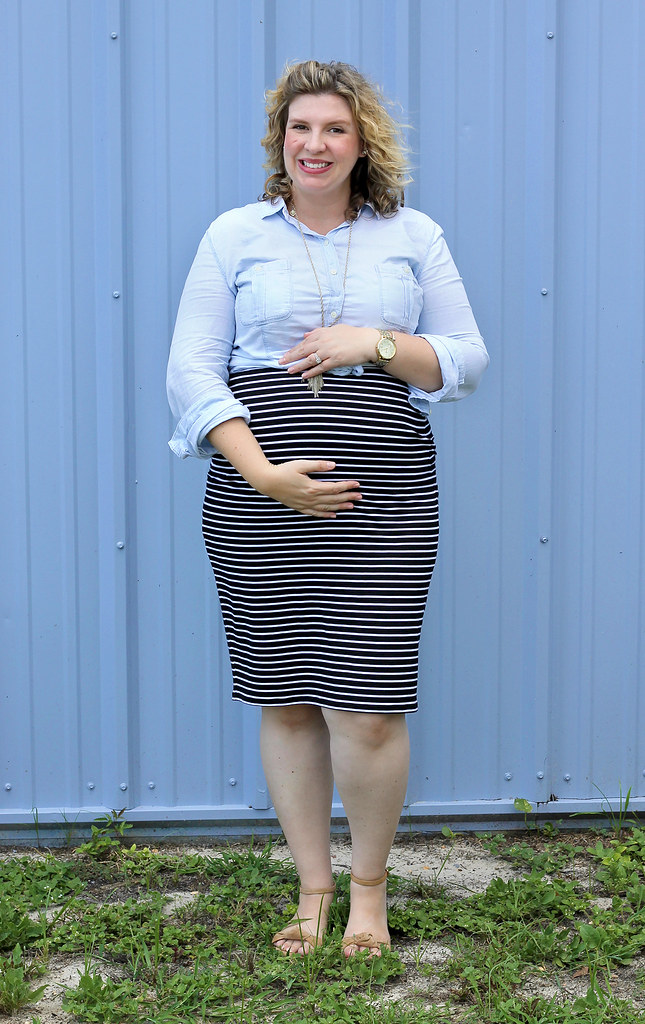 black and white pencil skirt, chambray top, nudge wedge sandals 4