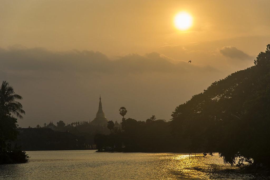 Shwedagon_sunset
