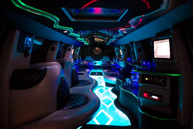 Limuzine în Moldova Chişinău de la 50-70 euro pe ora > Foto din galeria `Cadillac Escalade 2012,lungimea 12,5m,pasageri 24`
