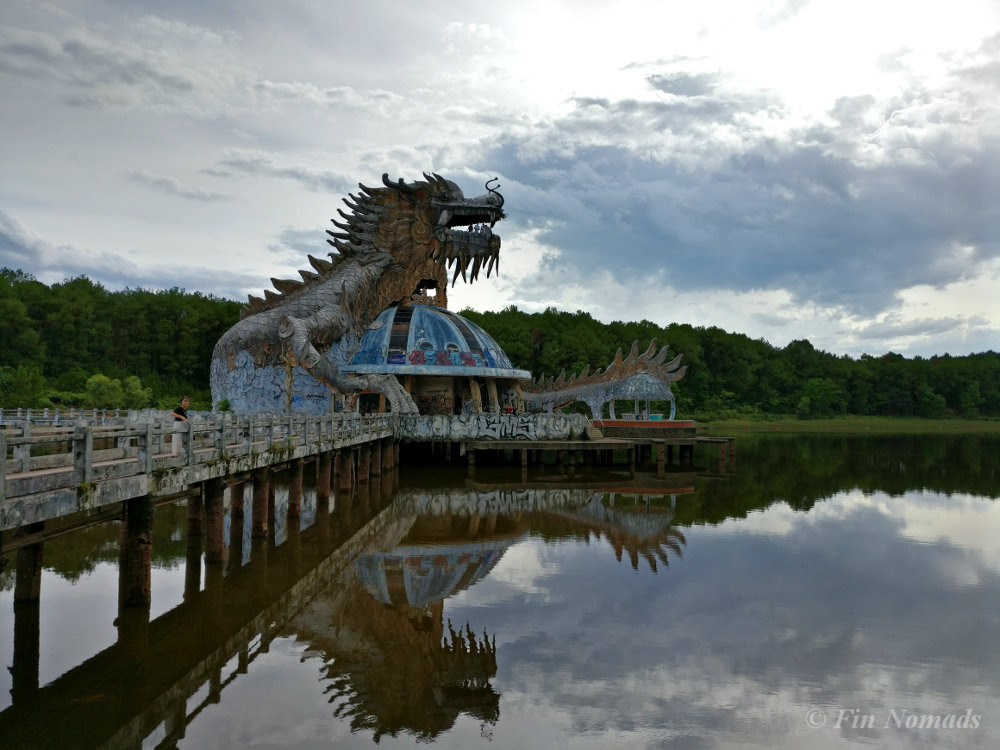 Hue water park dragon