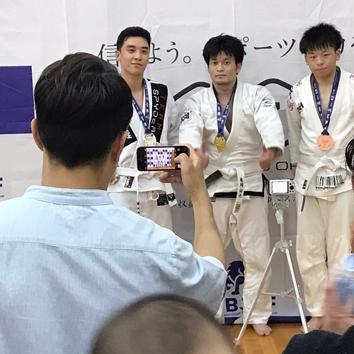 Seungri medals (2)