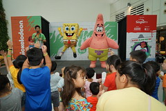 SpongeBob SquarePants and Patrick Star dancing for the audience