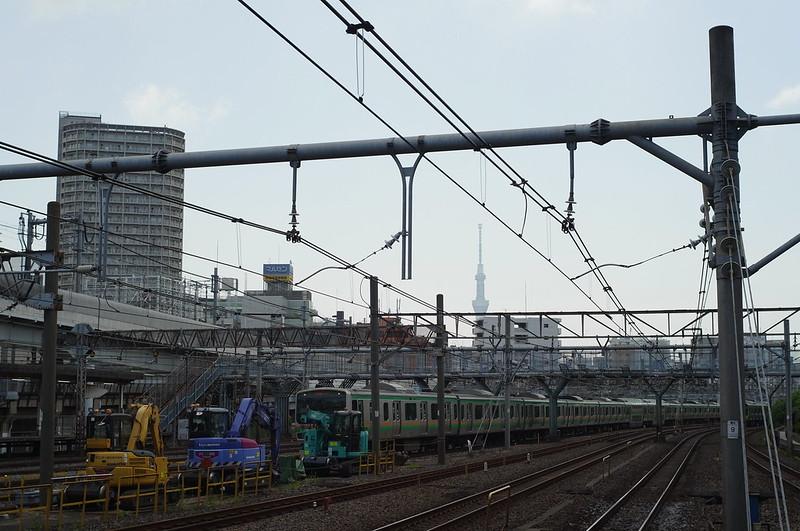 西日暮里駅ホームから望むスカイツリー