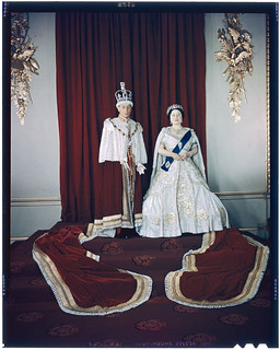 King George VI and Queen Elizabeth at the state opening of Parliament, Ottawa, Ontario / Le roi George VI et la reine Élisabeth à la séance d'ouverture du Parlement, Ottawa (Ontario)