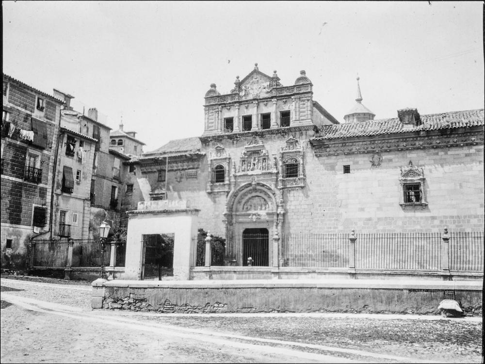Hospital de Santa Cruz hacia 1906. Fotografía de Charles Fournier © Fototeca del IPCE, MECD. Signatura MOR-014_P