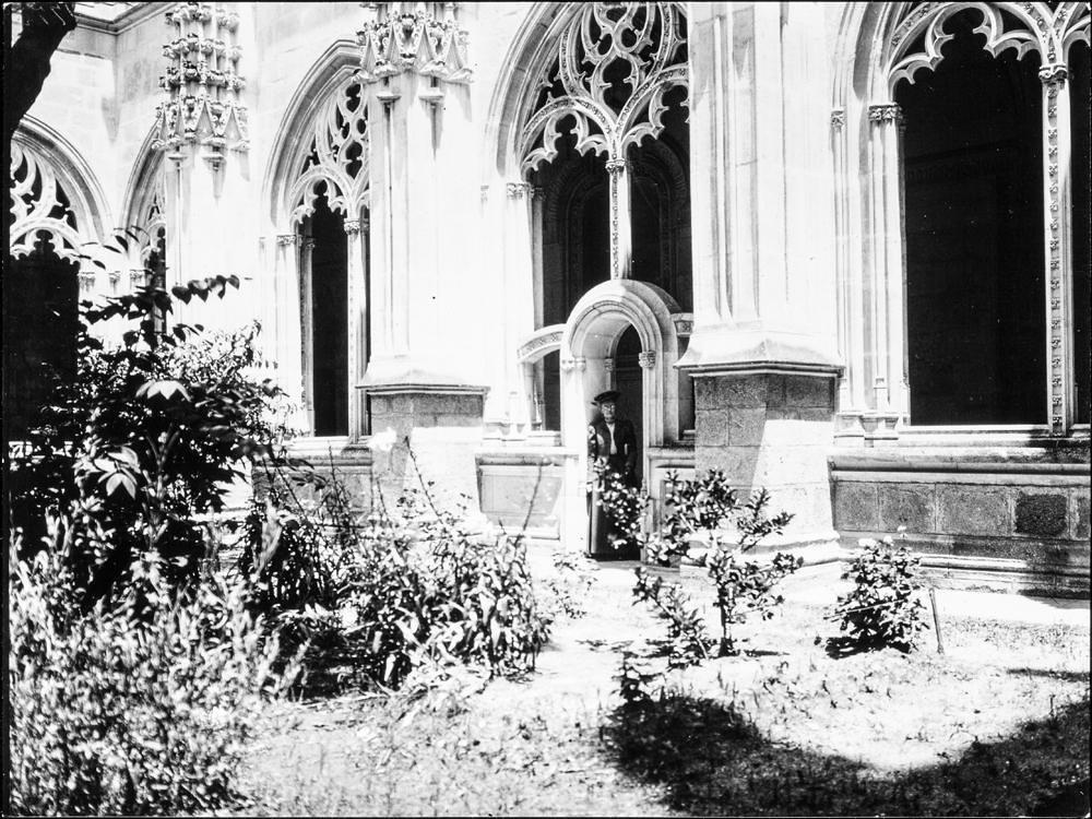 Claustro de San Juan de los Reyes hacia 1906. Fotografía de Charles Fournier © Fototeca del IPCE, MECD. Signatura MOR-013_P