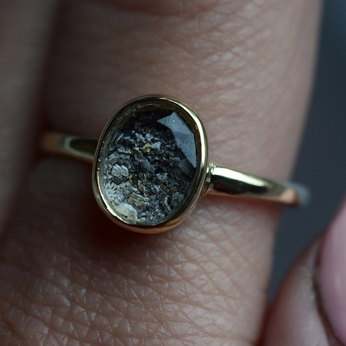 Custom mourning ashes ring