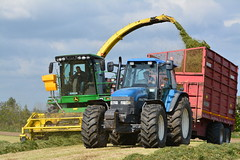 John Deere 7700 SPFH Filling a Redrock Trailer drawn by a New Holland TM165 Tractor