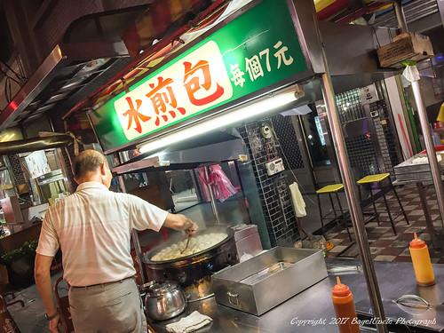 【食記】鶯歌美食 | 無名水煎包 – 高麗菜肉餡、外酥內軟的麵皮