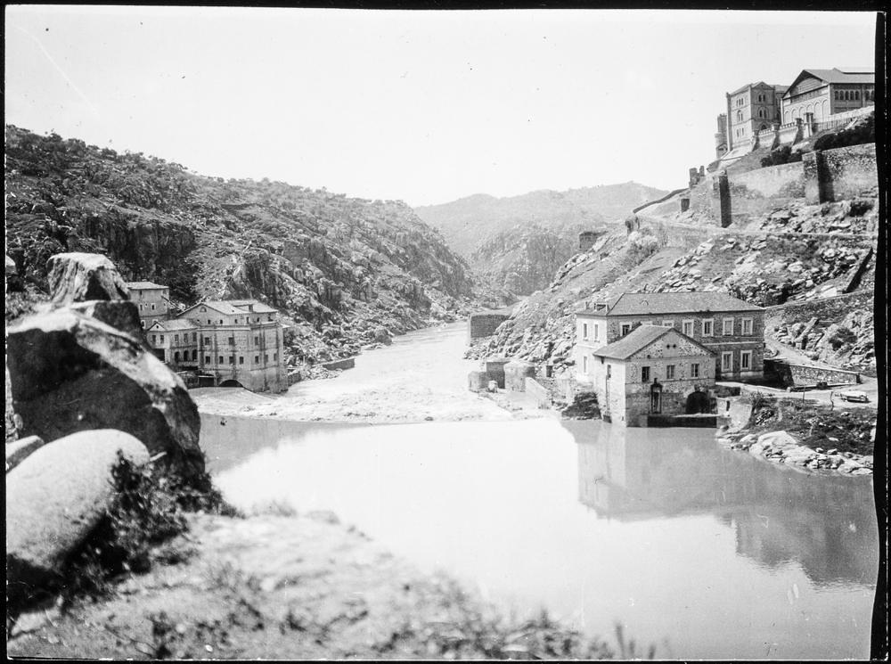 Torno del Tajo y Turbinas de Vargas hacia 1906. Fotografía de Charles Fournier © Fototeca del IPCE, MECD. Signatura MOR-005_P