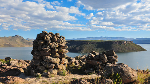 wolken reflektion reflection see wasser himmel blau blue clouds sky water stones titicaca puno peru