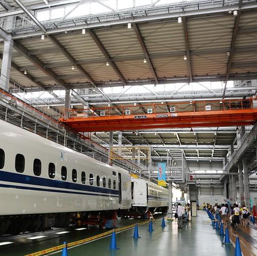 新幹線の整備工場、めちゃめちゃ広い!ぐるりとめぐるだけで2kmあるらしい。