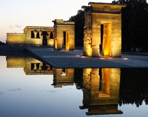 water orange madrid templodedebod templeofdebod sunset egyptian temple summertime mirror architecture color summer atardecer spain europe