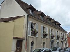 Rue de l'Ancienne Comédie, Semur-en-Auxois - Salle Raymond Virot - Office de Tourisme - Photo of Corrombles