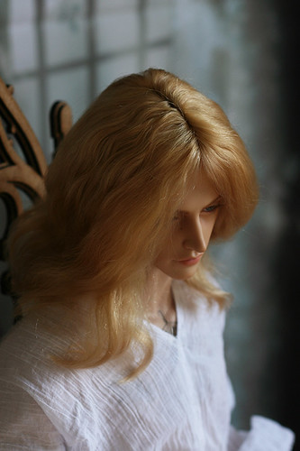 Golden blond wig for Iplehouse EID man
