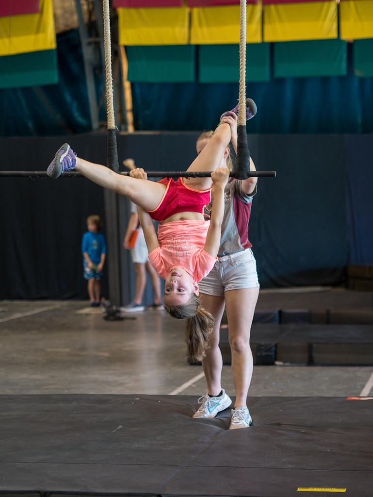 Triple trapeze