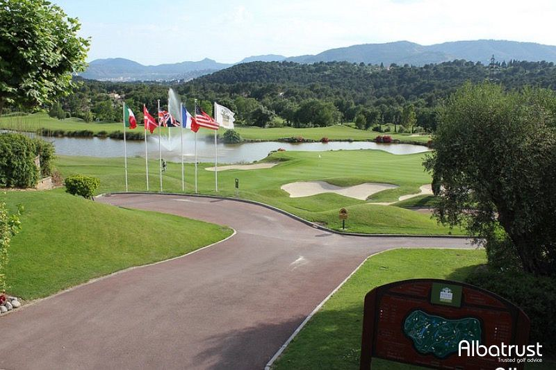 photo du golf Royal Mougins Golf Club - Parking