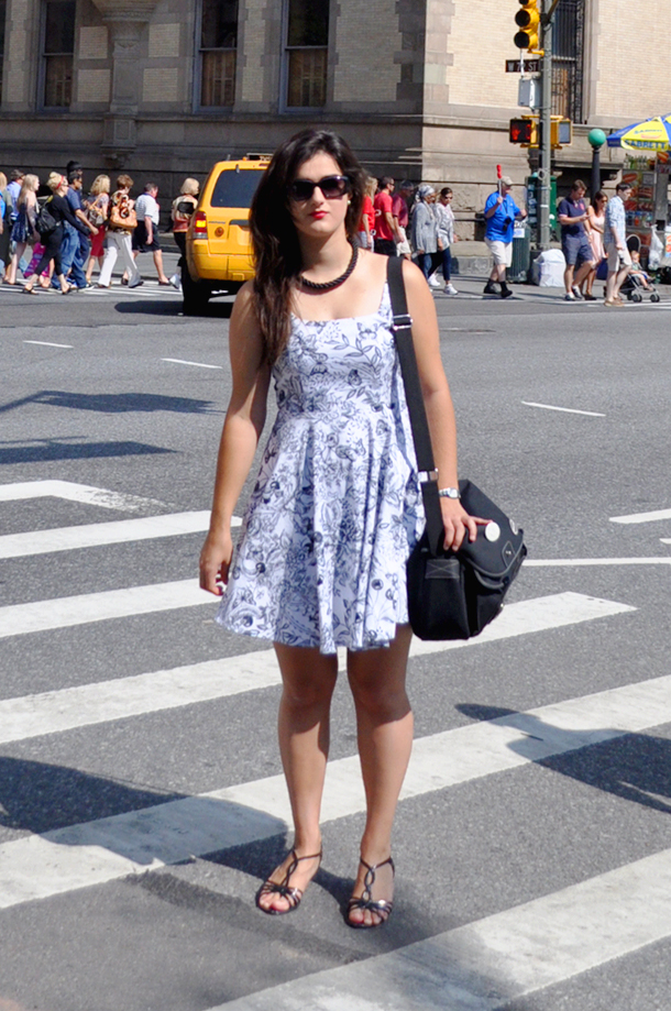 something fashion blogger spain influencer streetstyle new york spain valencia outfits modcloth zara dress summer