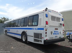 NYPD - 1999 Orion V Bus - Patrol Borough Bronx - 9833 (7)