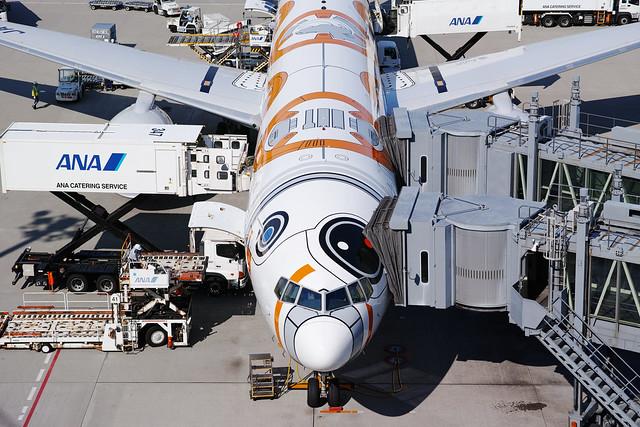 20170722_01_ANA(Star Wars BB-8 Livery) JA789A Boeing 777-381(ER)