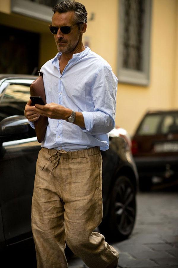 ライトブルーバンドカラーシャツ×ベージュリネンイージーパンツ