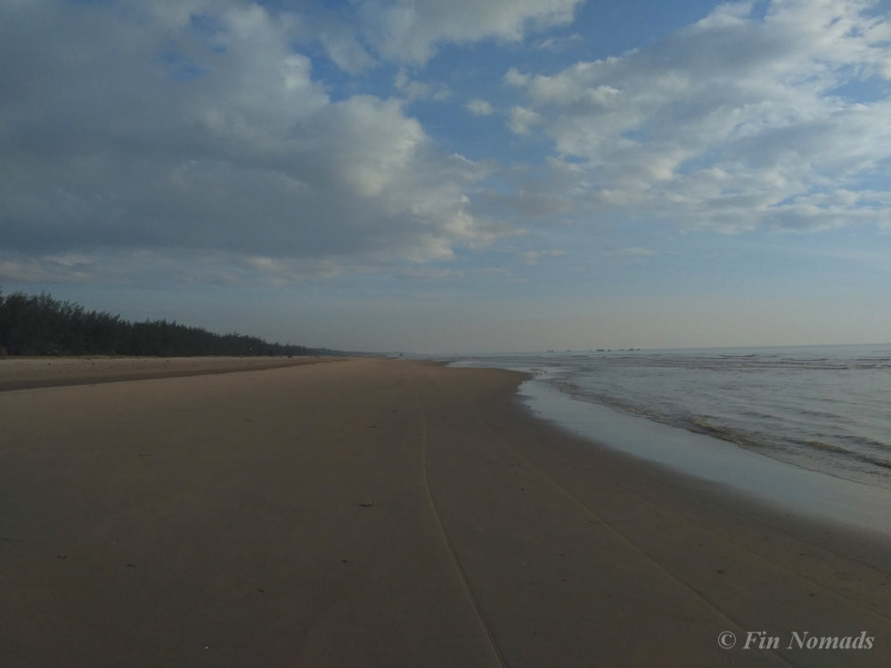 empty beach vinh
