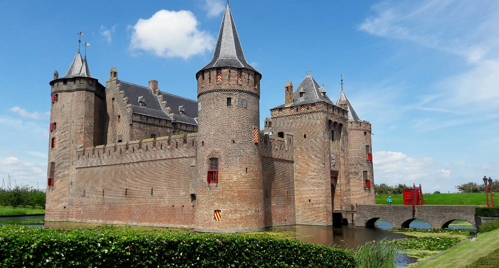 Half day trip from Amsterdam: Muiden en Muiderslot (Amsterdam Castle) | Your Dutch Guide