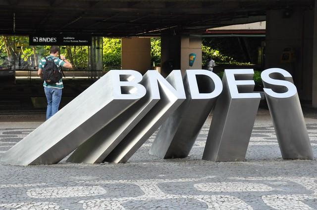 Economista analisa impactos do governo Temer sobre o BNDES e a Lava Jato