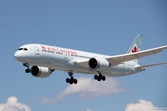 Air Canada Boeing 787-9 (C-FRSE)