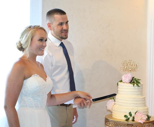 Billy & Lauren Donovan Cut the Cake