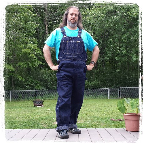 Remember the raw-denim Lee overalls for a great price on eBay that you were all supposed to talk me out of getting? Yeah. Heckuva job, Internet. #nofilter #lovethem #overalls #vintage #Lee #bluedenim #dungarees #denim #rawdenim