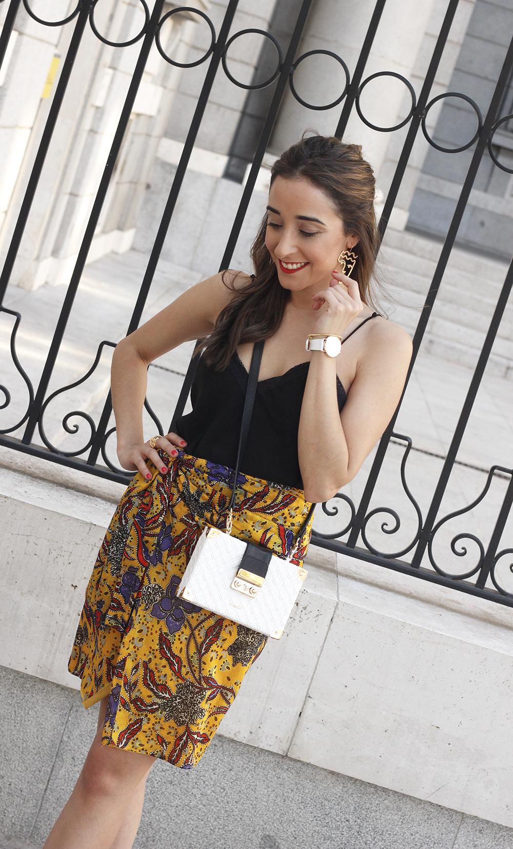 mustard floral skirt uterqüe bag heels summer outfit08