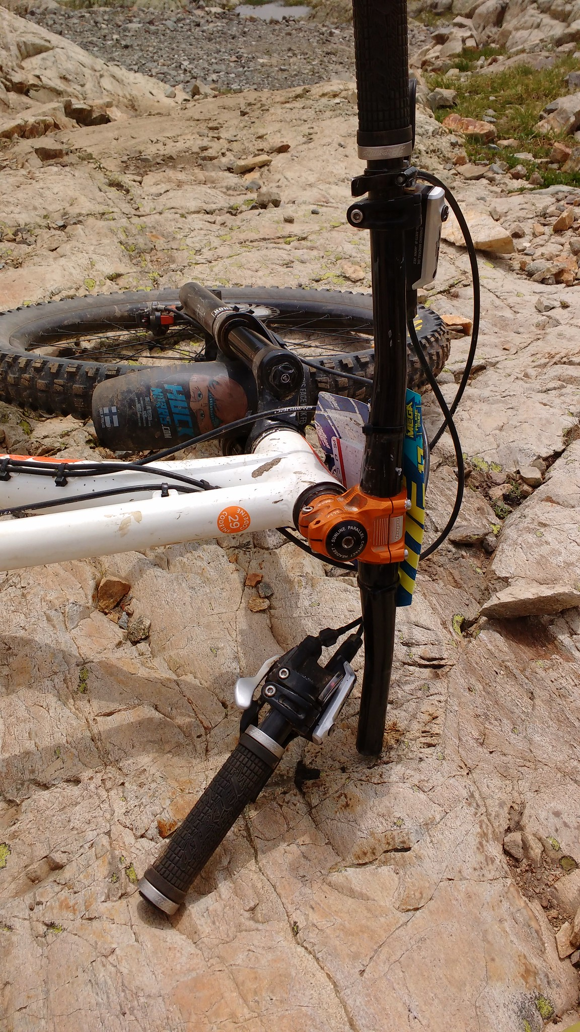 Hope Carbon Bars General Snapping Singletrack Magazine Handlebar Set Raceface Next Flat Bar Cue One Slightly Embarrassing Handed Ride Back Through Alpe Dhuez Had A Spare Of Aluminium
