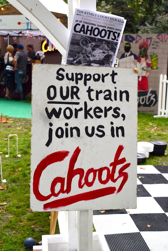 Cahoots Picket Signs at Cocktails in the City | www.rachelphipps.com @rachelphipps