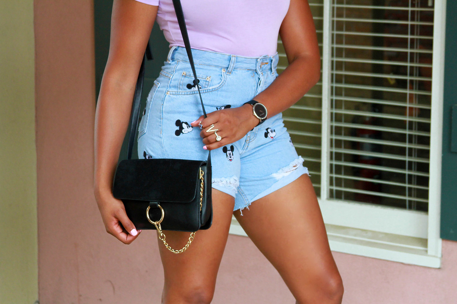 how to style mom shorts