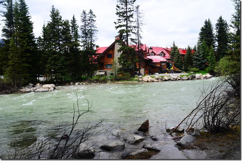 Lake Louise Village (2)