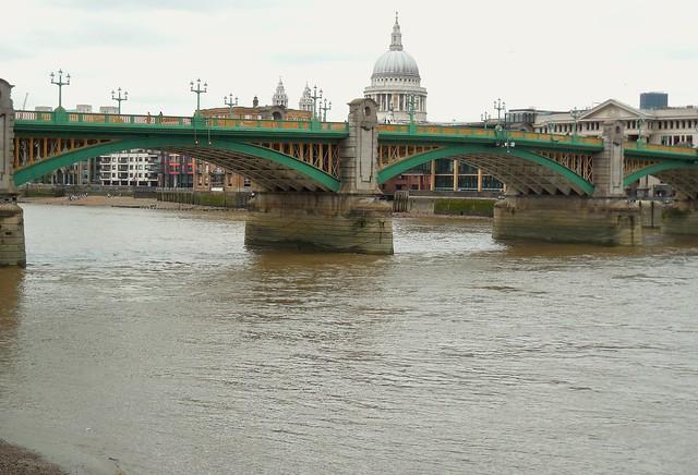 London /bridge, Nikon COOLPIX L610