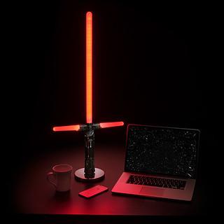 西斯的力量讓你更好睡?!ThinkGeek 星際大戰【桌上型光劍燈】Star Wars Desktop Lightsaber Lamp