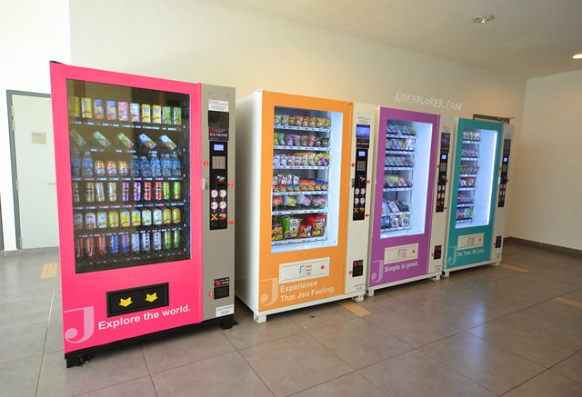 hotel jen puteri harbour vending machines
