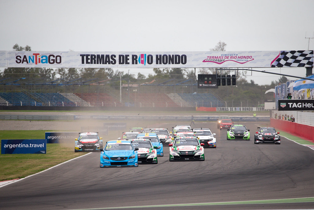 start of race two 63 CATSBURG Nicky (ned) Volvo S60 Polestar team Polestar Cyan Racing action during the 2017 FIA WTCC World Touring Car Race of Argentina at Termas de Rio Hondo, Argentina on july 14 to 16 - Photo Alexandre Guillaumot / DPPI