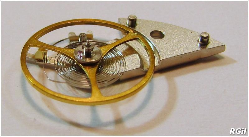 Ce qu´il y a dedans d´une Vostok Amphibia, avec des photos. 35169292053_be081910d2_b