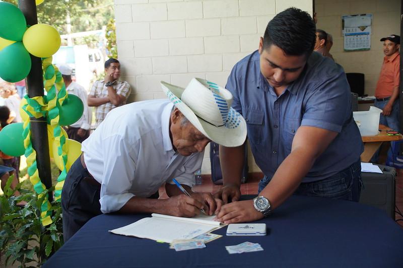 Firma de Escrituras Coop. San Antonio, La Libertad