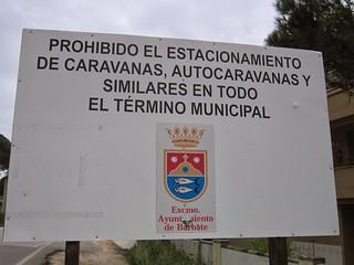 prohibido el estacionamiento de carabanas, ayuntamiento de Barbate