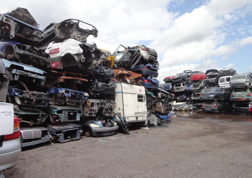 scrap heap / car wrecks | Scrap yard / autodemontagebedrijf