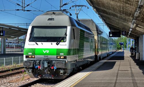 sr2 electric locomotive finnishrailways vr trains rautatie sähköveturi dr12 finland swiss marsu kouvola station