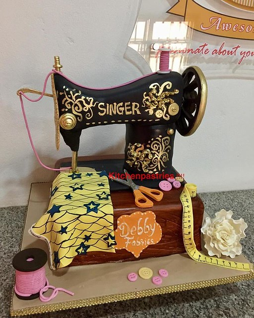 Sewing Machine Cake by Kitchen Pastries
